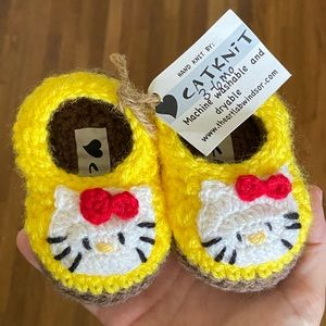 NWT Hello Kitty hand knit infant slippers